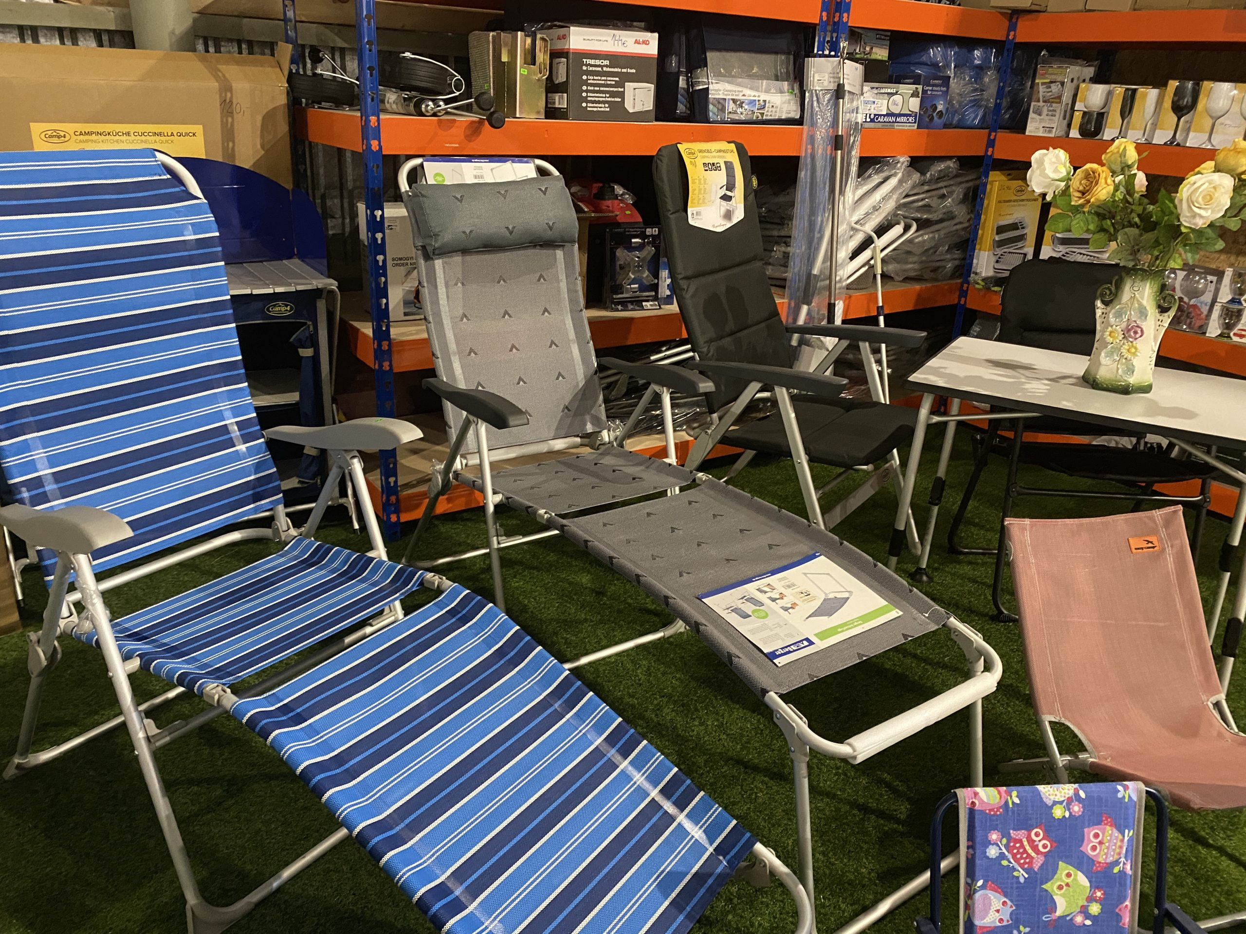 Kempingové stoličky a stoly, lehátka, detské stoličky Image