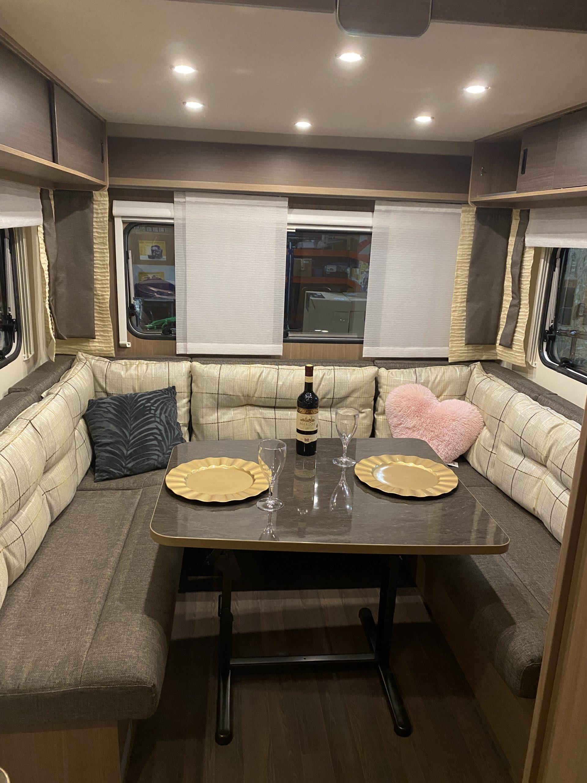 PREDANÝ! Burstner Premio Plus 510 TK - 7 miestny krásny a hlavne kvalitný karavan Image